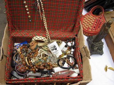 puces de vanves malle à bijoux