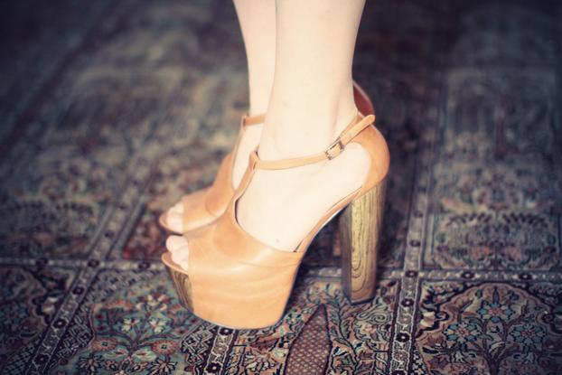jessica-simpson-charles-anastase-like-heels