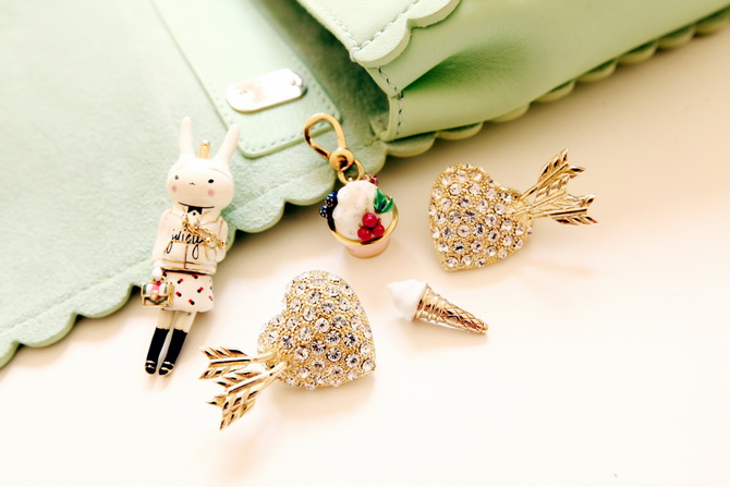 Sretsis heart pin's, Mulberry ice cream cone, Juicy couture Fifi Lapin and ice cream pot