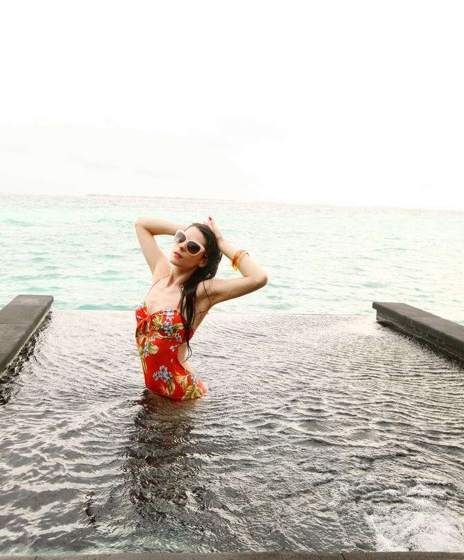 The Cherry Blossom Girl - Maldives 143
