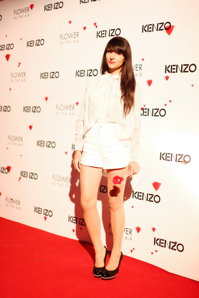 Kenzo Flower in the air 08