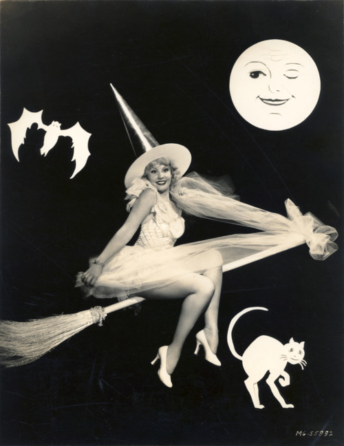 gravesandghouls June Knight c. 1938