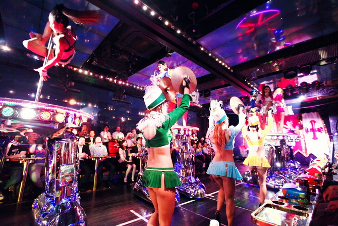 Robot Restaurant - The Cherry Blossom Girl 06