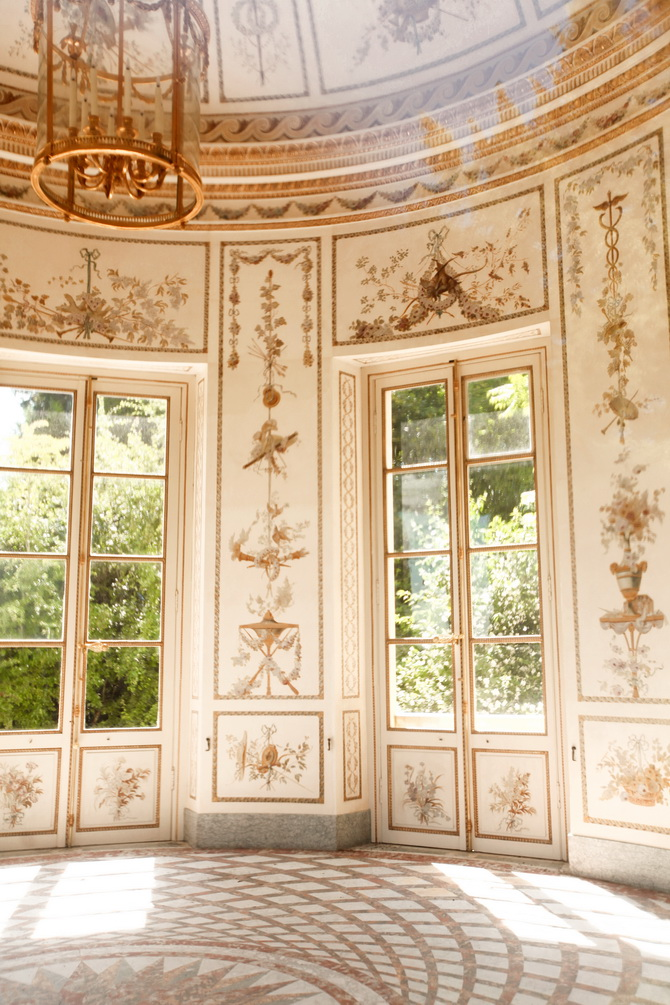 The cherry blossom girlpetit trianon for Interieur frans