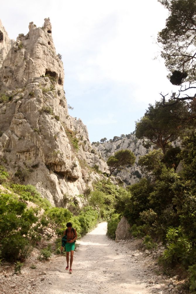 The Cherry Blossom Girl - Calanques 02
