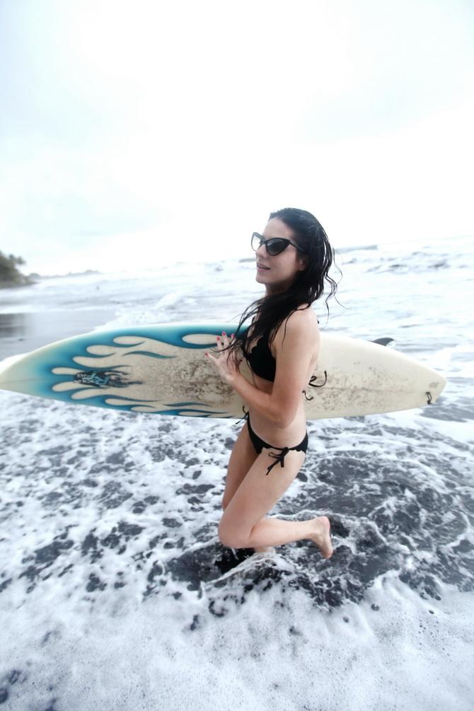The Cherry Blossom Girl - Surf Papenoo 04