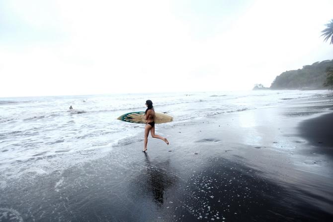 The Cherry Blossom Girl - Surf Papenoo 06