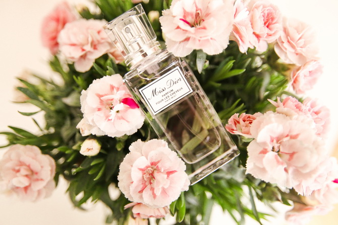 The Cherry Blossom Girl - Miss Dior parfum cheveux 01
