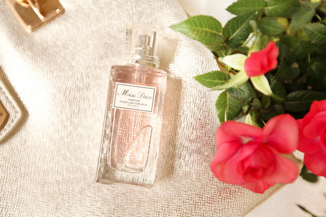 The Cherry Blossom Girl - Miss Dior parfum cheveux 02